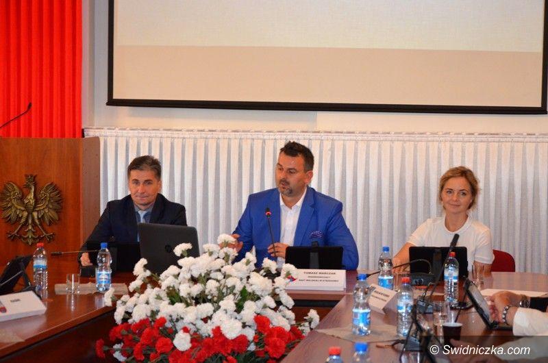 Strzegom: Radni ze Strzegomia za podjęciem współpracy partnerskiej  z Podhajcami (Ukraina)
