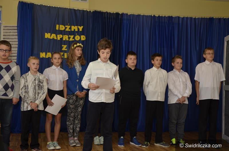 Gmina Żarów: Uczniowie uczcili Dzień Papieski