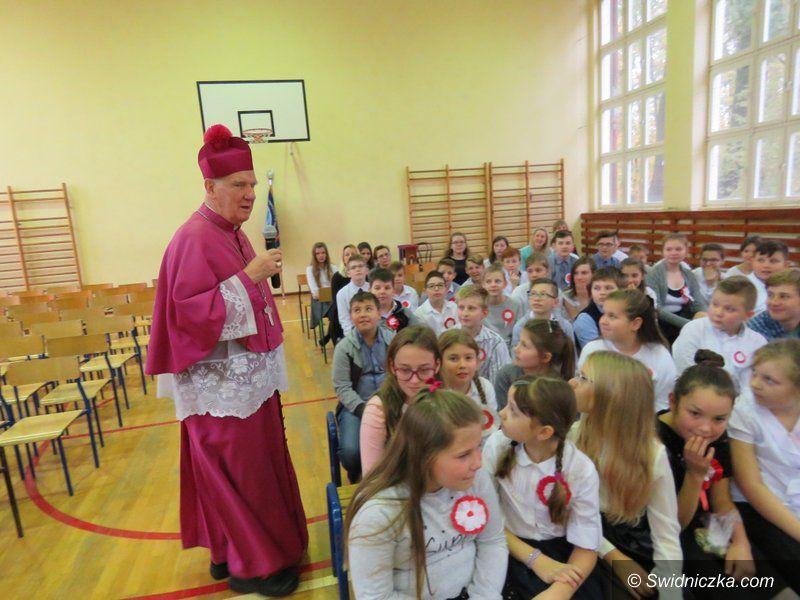 Strzelce: Wizyta Biskupa Świdnickiego w szkole w Strzelcach