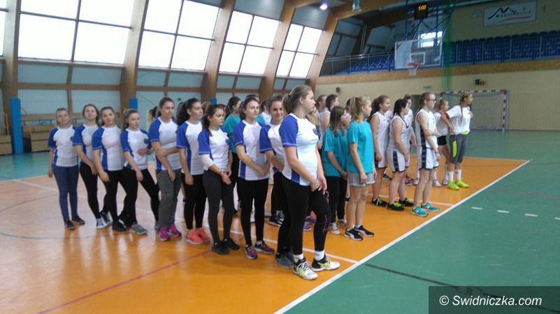 Jaroszów: III miejsce koszykarek z Jaroszowa w turnieju powiatowym