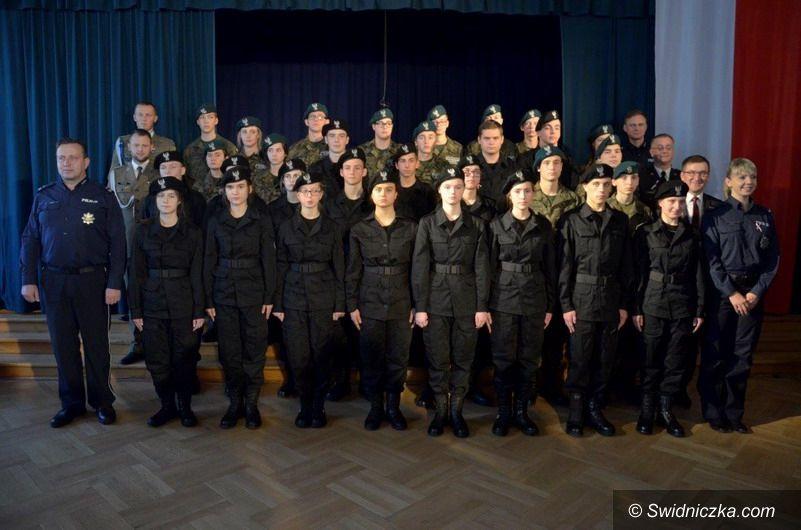 Świdnica: Ślubowanie klasy mundurowej w III LO w Świdnicy