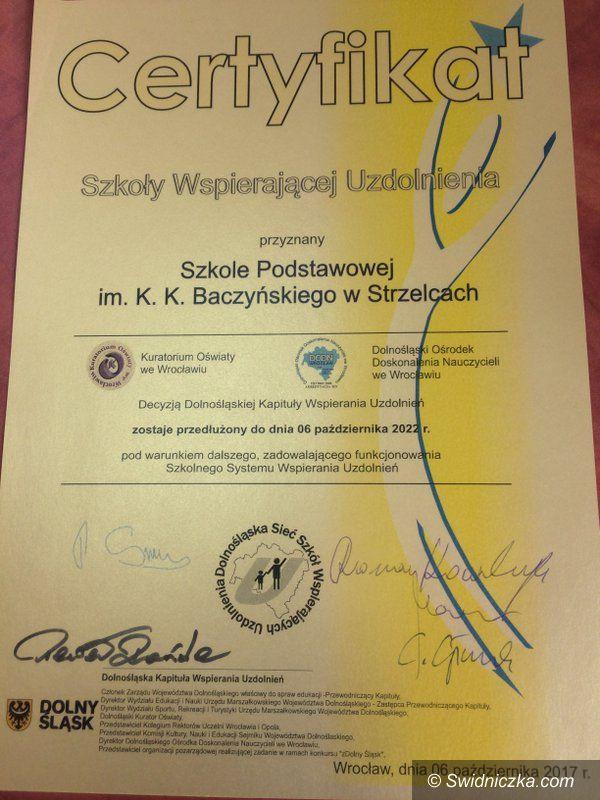 Strzelce: Szkoła Podstawowa im. K.K. Baczyńskiego w Strzelcach z certyfikatem Szkoły Wspierającej Uzdolnienia