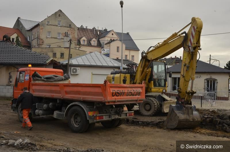 Żarów: Trwa budowa Centrum Przesiadkowego i ścieżek rowerowych w Żarowie