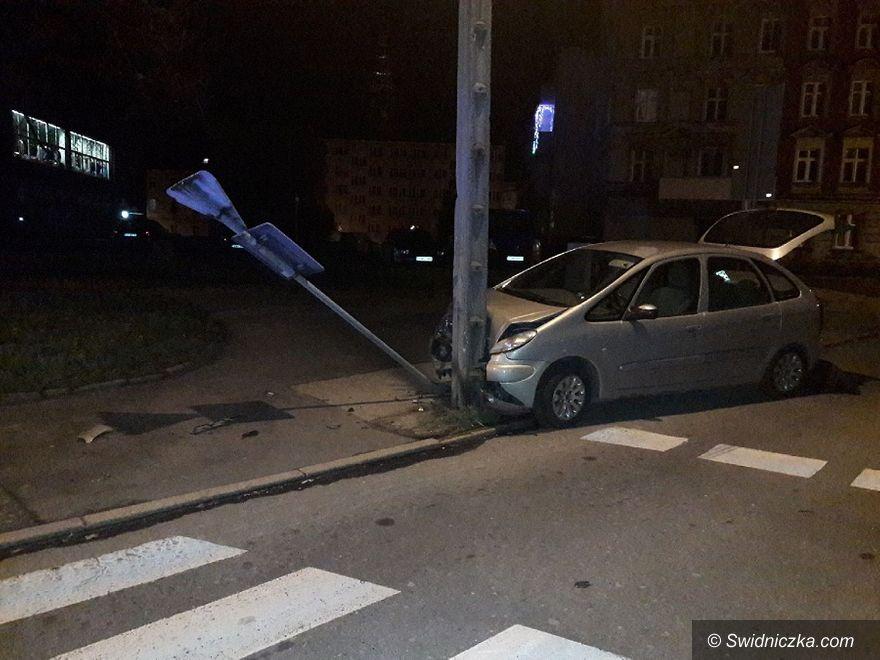 Świdnica: Nietrzeźwa bez uprawnień spowodowała kolizję