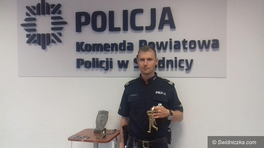 Świdnica: Funkcjonariusz świdnickiej komendy wybiegał Super Szlem Komandosa