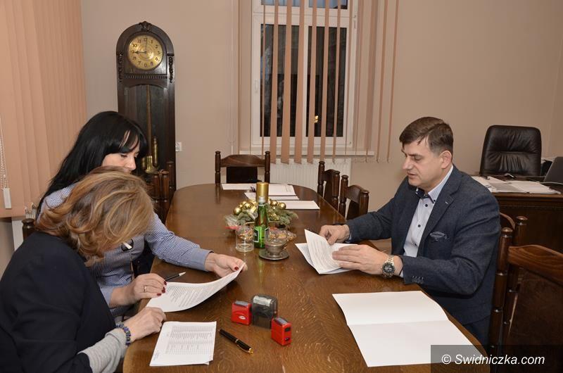 Żarów: Umowy na wsparcie hospicjum i prowadzenie rehabilitacji podpisane