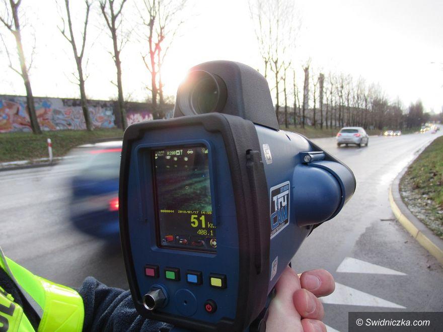 Świdnica: Nowej generacji sprzęt do pomiaru prędkości w rękach świdnickich policjantów