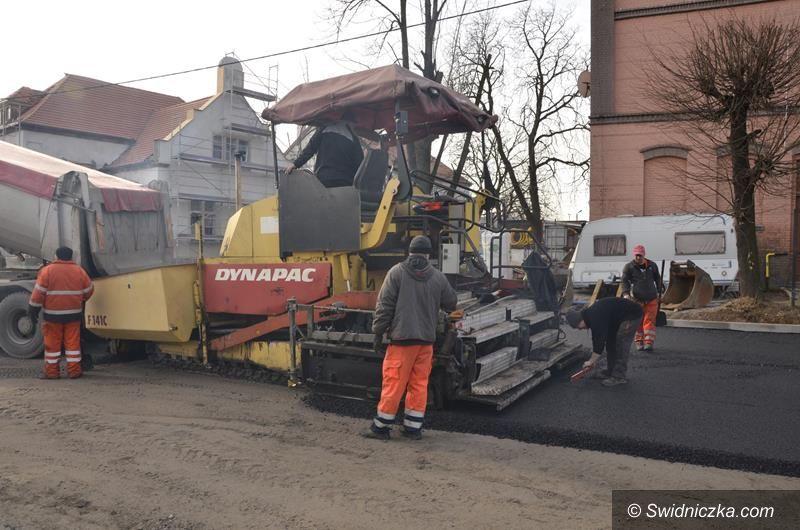 Żarów: Nowa nawierzchnia asfaltowa przy Centrum Przesiadkowym