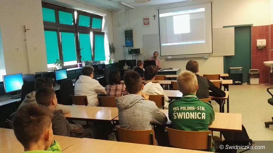 Świdnica: Stypendia dla najlepszych uczniów świdnickich szkół podstawowych