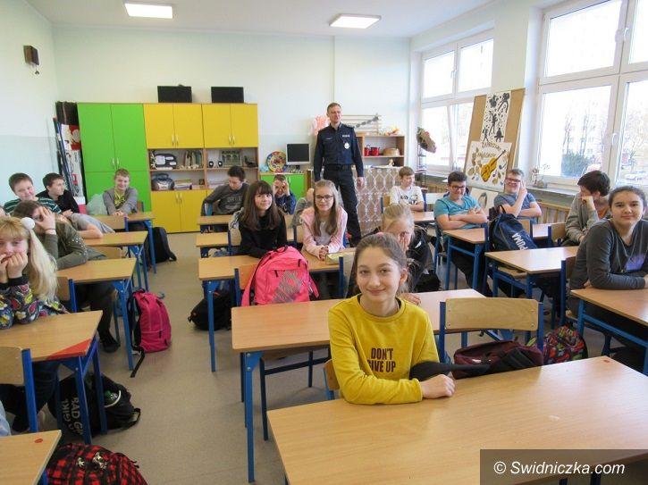 """Świdnica: """"Kręci mnie bezpieczeństwo… przez cały rok szkolny"""" w Szkole Podstawowej nr 4"""