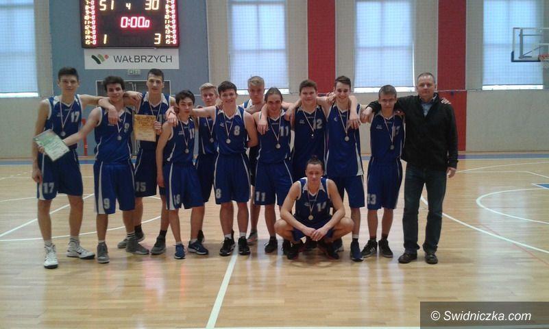 Świdnica: Koszykarscy wicemistrzowie z II LO