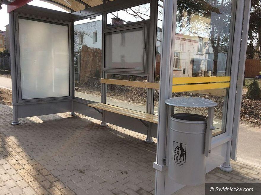 Świdnica: Coraz więcej nowych wiat przystankowych