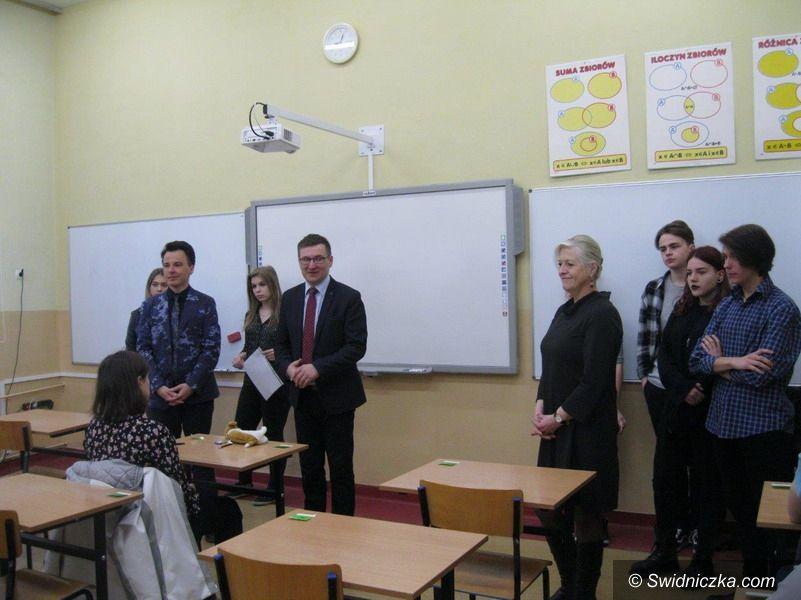"""Świdnica: Najlepsi germaniści – gimnazjaliści w """"Trójce"""""""