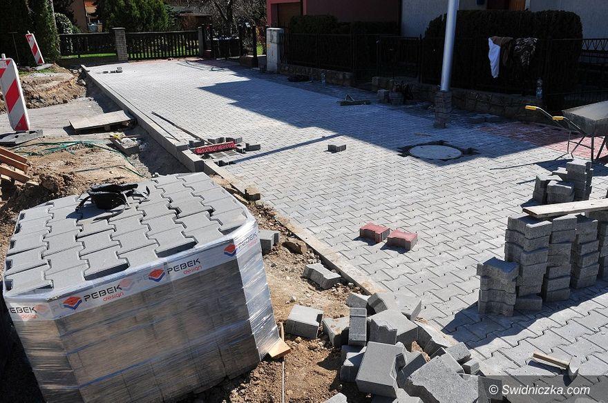 Świdnica: Remonty kolejnych chodników w Świdnicy