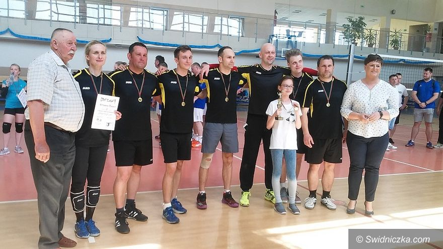 Witoszów Dolny: Witoszów Dolny triumfuje w turnieju siatkarskim