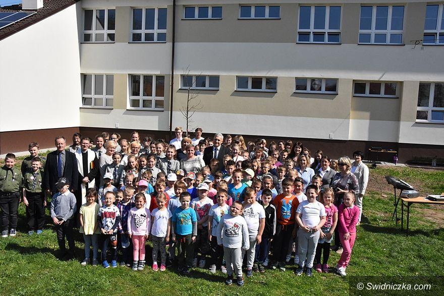 Gmina Świdnica: Dęby Niepodległości w całej gminie
