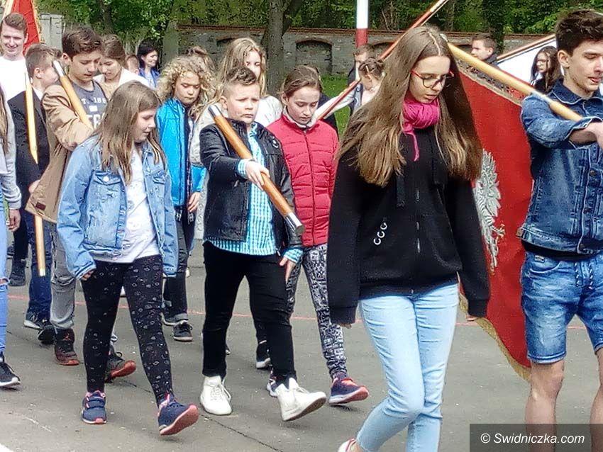 Strzelce: Certyfikat uczestnictwa w szkoleniu pocztów sztandarowych dla Szkoły Podstawowej im. K. K. Baczyńskiego w Strzelcach