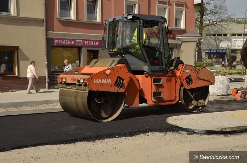 Żarów: Kolejny etap prac przy przebudowie skrzyżowania