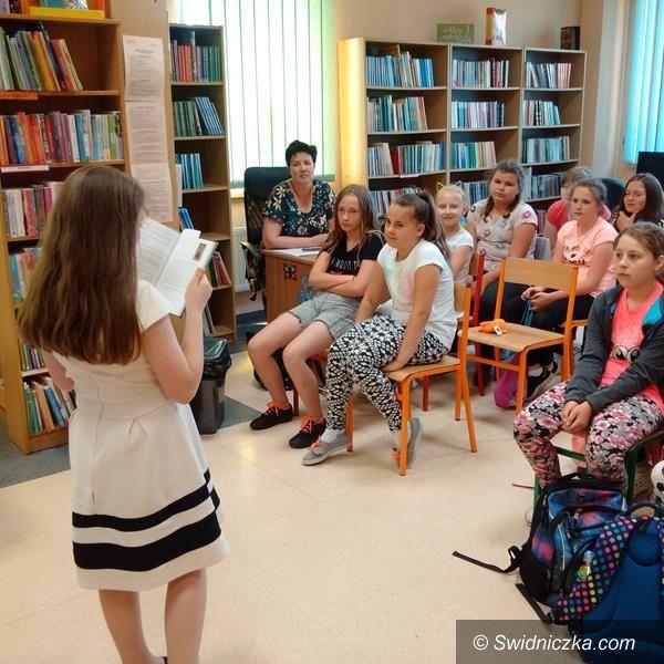 Żarów: Zabawa z Twardowskim w żarowskiej bibliotece