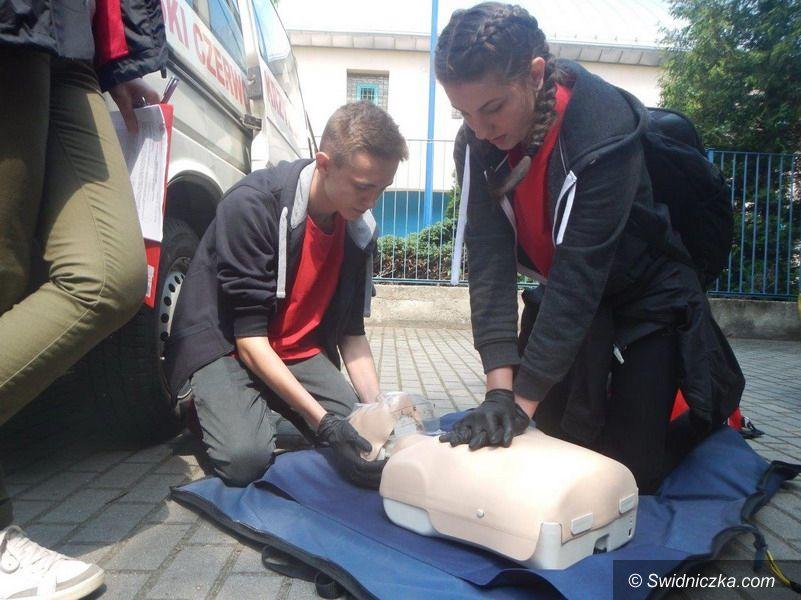 Świdnica: Drużyna Pierwszej Pomocy z II LO w Świdnicy ponownie najlepsza