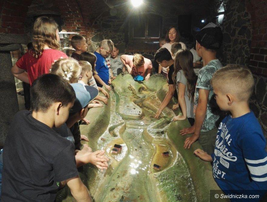 Lutomia Dolna: Uczniowie z Lutomi Dolnej z wizytą w Dobkowie