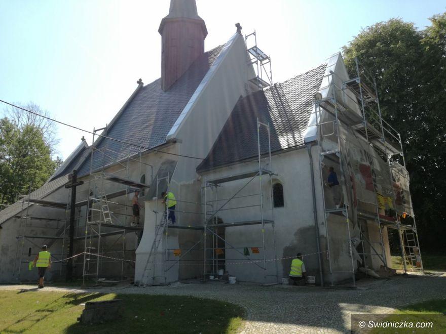 Gmina Marcinowice: Remont kościoła w Zebrzydowie