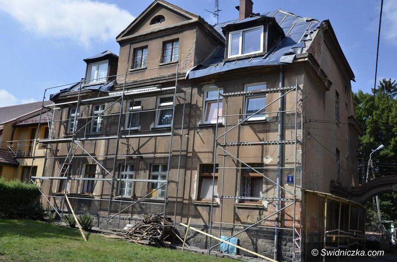 Żarów: Ruszyły remonty budynków w ramach rewitalizacji Żarowa