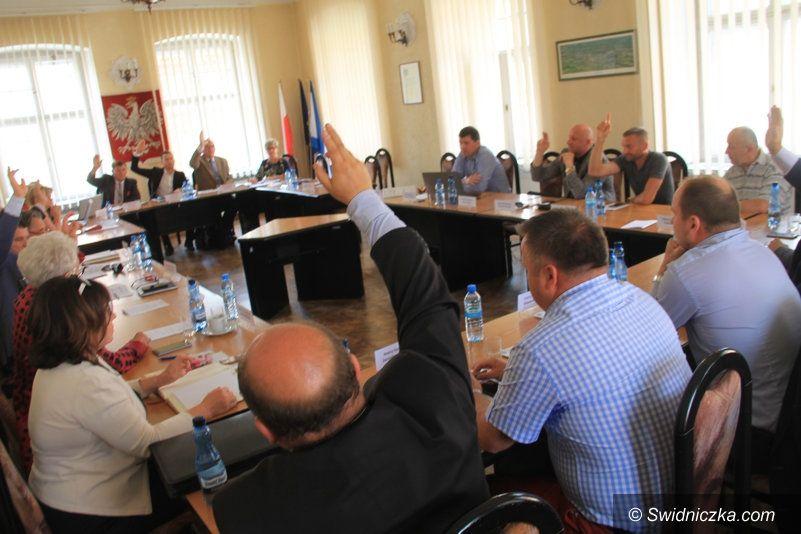 Świebodzice: Obniżyli wynagrodzenie burmistrzowi Świebodzic