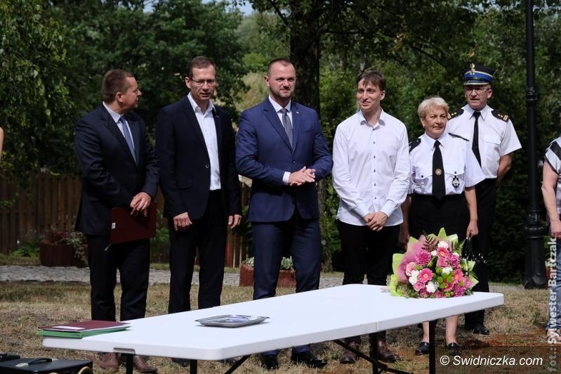 Gmina Jaworzyna Śląska: Specjalistyczny sprzęt ratunkowy trafił do strażaków