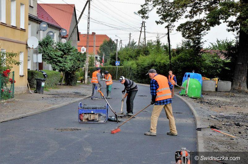 Mrowiny: Droga w Mrowinach z nową nawierzchnią asfaltową
