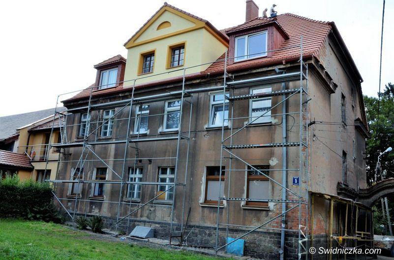 Żarów: Budynki wspólnot mieszkaniowych w remoncie