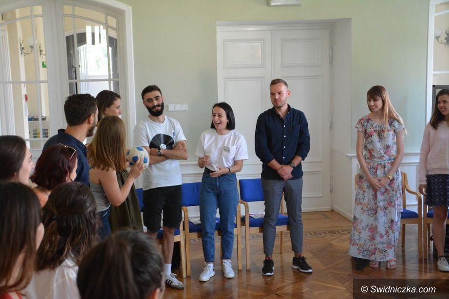 """Krzyżowa: Seminarium """"Pojednanie i pamięć"""" – młodzi ludzie z Bałkanów Zachodnich z wizytą w Krzyżowej i we Wrocławiu"""