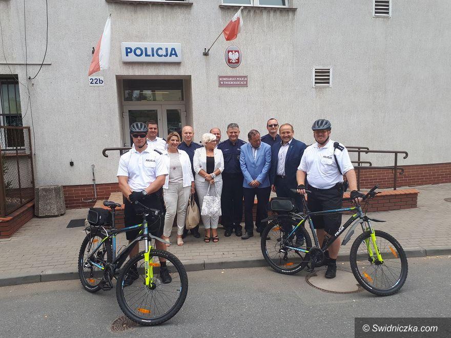 Świebodzice: Policjanci na rowerach zadbają o bezpieczeństwo mieszkańców Świebodzic