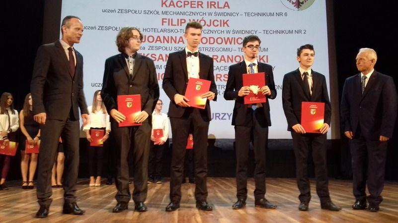 powiat świdnicki: Nagrody Starosty Świdnickiego dla najzdolniejszych uczniów