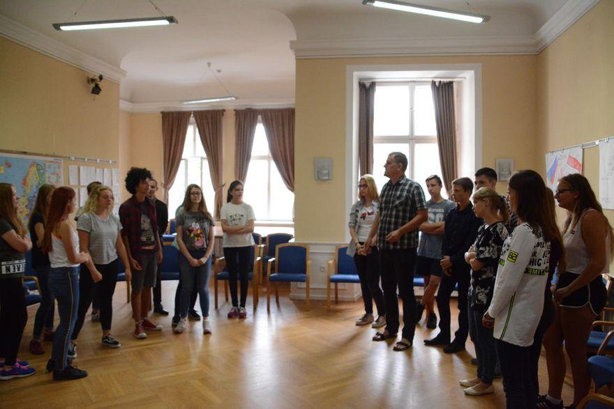 """Krzyżowa: """"Historia z ludzką twarzą"""" – spotkanie młodzieży z Lubina i Czerniachowska"""