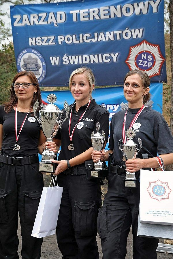 Świdnica: Policjantki z KPP Świdnica na podium VIII Mistrzostwach Strzeleckich
