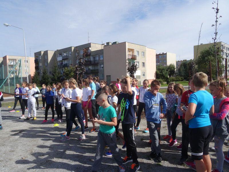 """Żarów: Uczniowie SP Żarów włączyli się w akcję """"Pomoc mierzona kilometrami"""""""