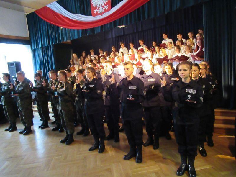 Świdnica: Ślubowanie i nadanie stopni uczniom klas o profilu mundurowym