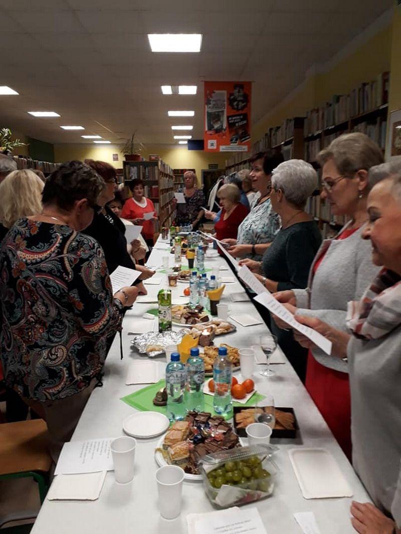 Żarów: Andrzejki w żarowskiej bibliotece
