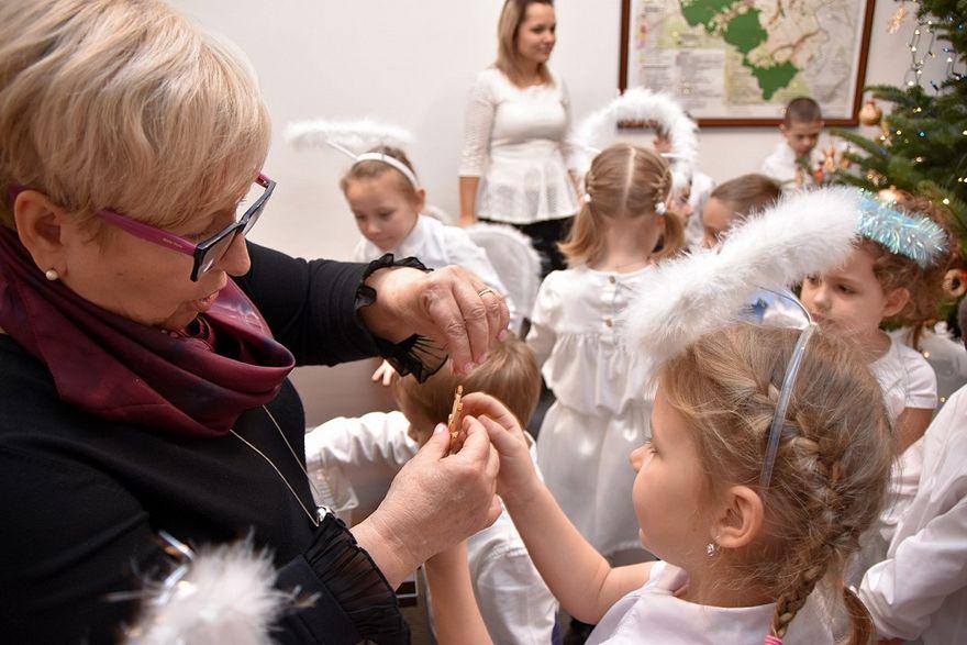 Bystrzyca Dolna: Przedszkolaki udekorowały choinkę