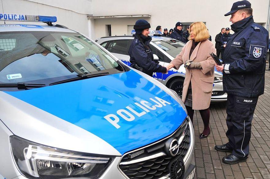 Świdnica/powiat świdnicki: Nowe radiowozy dla świdnickiej policji