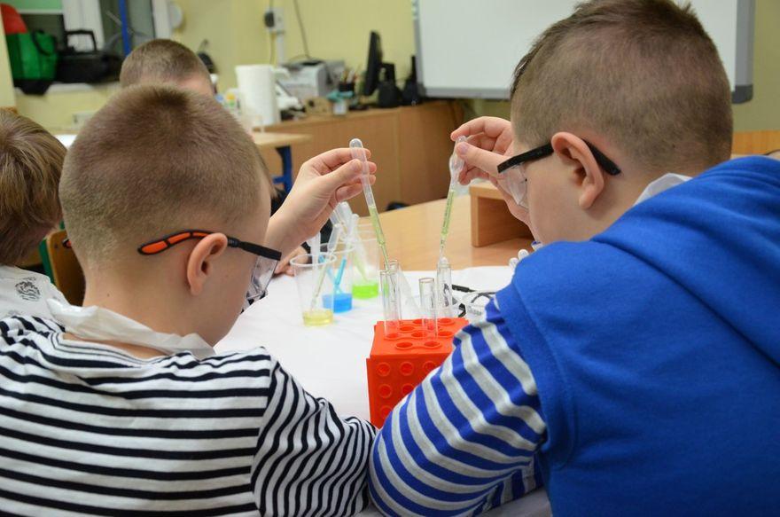 Gmina Marcinowice: Laboratorium Małego Naukowca–za nami naukowe ferie w gminie Marcinowice