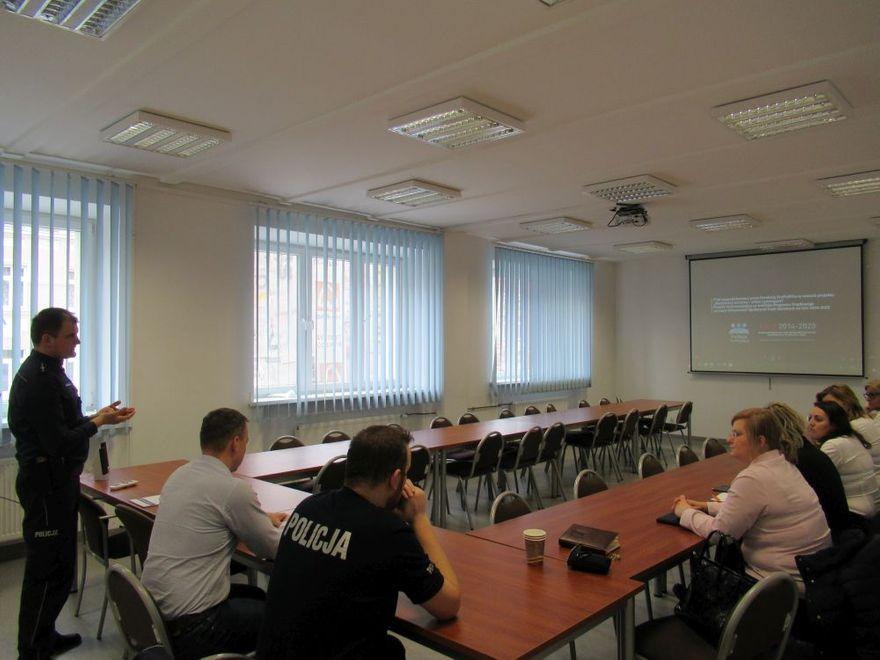Świdnica: Świdniccy funkcjonariusze spotkali się z przedstawicielami placówek bankowych