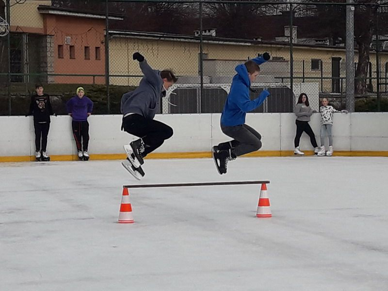 Strzegom: Pokazy łyżwiarskie na Białym Orliku