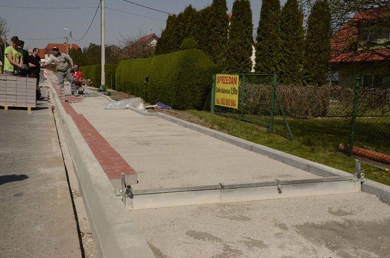 Gmina Żarów: Trwa budowa chodników
