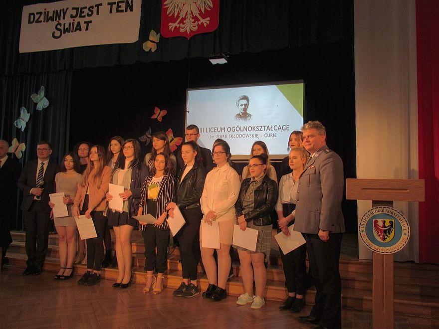 Świdnica: Uczniowie klasy III o profilu policyjnym zakończyli edukację licealną