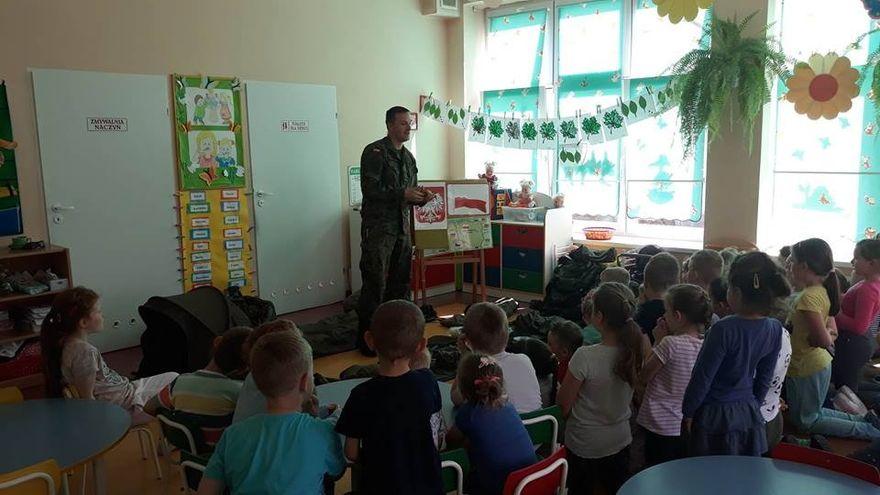 Świdnica: Żołnierz z wizytą u przedszkolaków