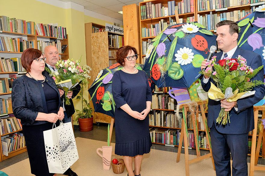 Żarów: Biblioteka świętowała 10–lecie nadania imienia ks. Jana Twardowskiego