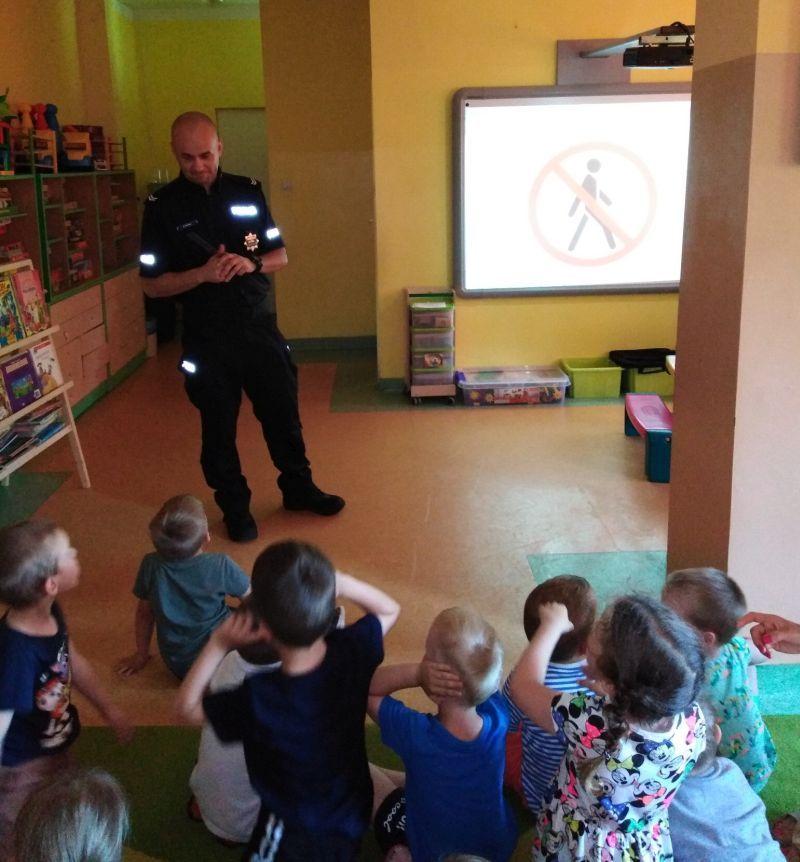 Świebodzice: O bezpieczeństwie z przedszkolakami przed wakacjami