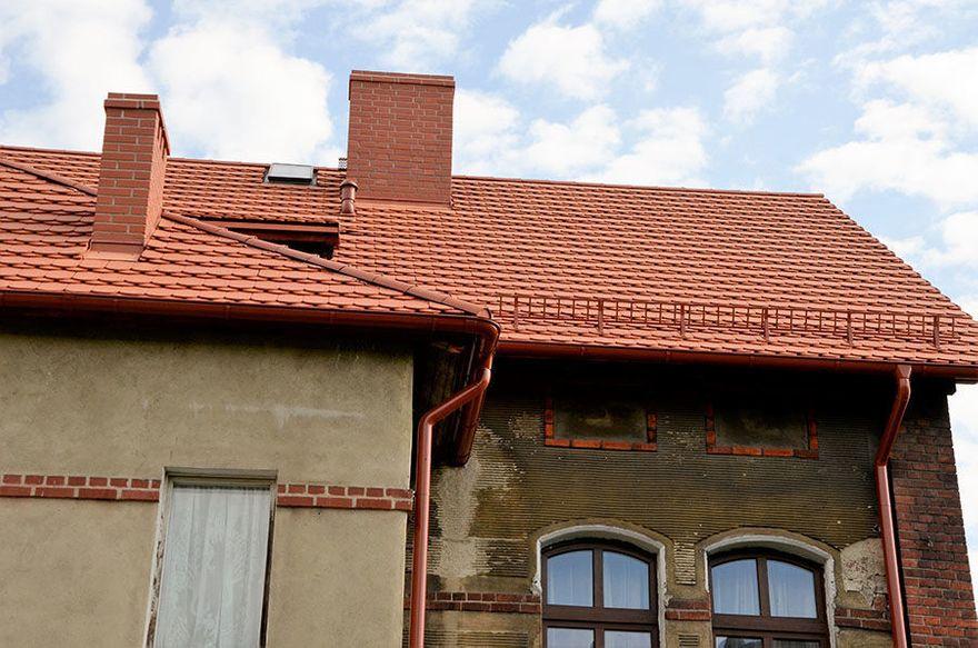 Żarów: Przy ul. Mickiewicza 12 nowy dach